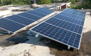 Die 12 Solar-Paneele auf dem Dach des Mädchenheims